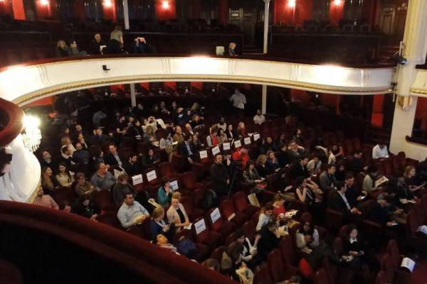 conference-venueBF895088-92ED-2FF9-640F-238E78D8FC69.jpg